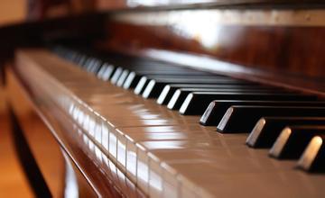 C大调即兴曲钢琴谱 第1页